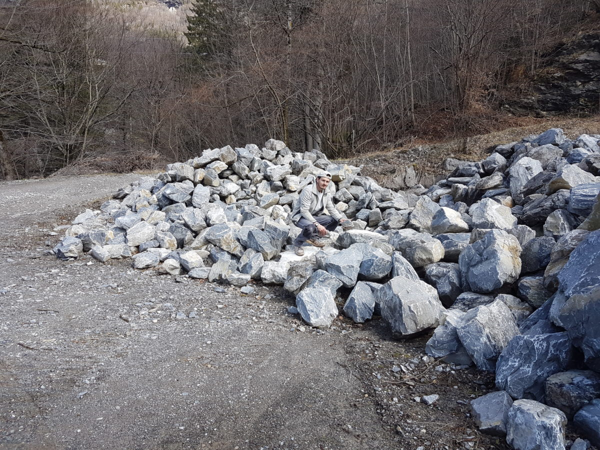 Grimsel Granit Steinbruch im Kanton Bern mit Lorenzo